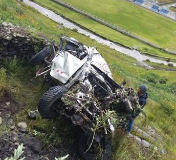 Vehículo quedo completamente inservible luego de caer mil metros.