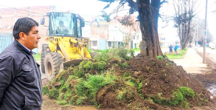 Alcalde inspecciona trabajos de descolmatación de canales.