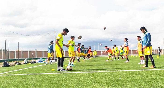 Trabajan a doble horario para afrontar la Etapa Distrital de la copa Perú en Juliaca.