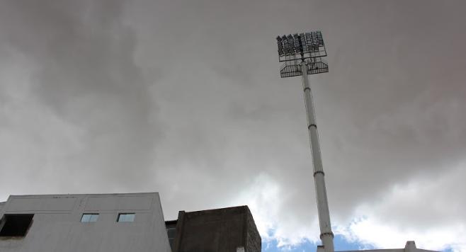 Binacional logró reunir lo necesario para iniciar y concretar la instalación de torres de luz artificial en el estadio Guillermo Briceño Rosamedina de Juliaca.