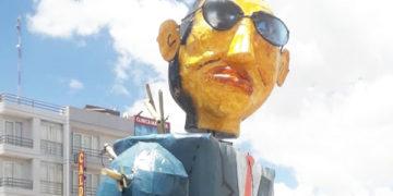 """San Miguel quema a muñeco """"Mano Zaz""""."""