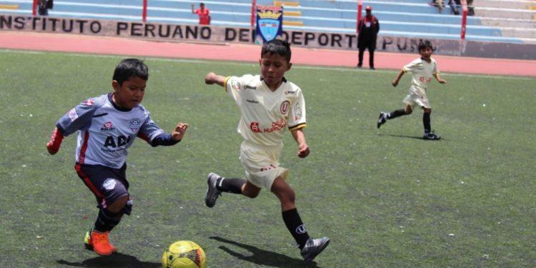 La fiesta del fútbol de menores en su máximo apogeo en Puno.