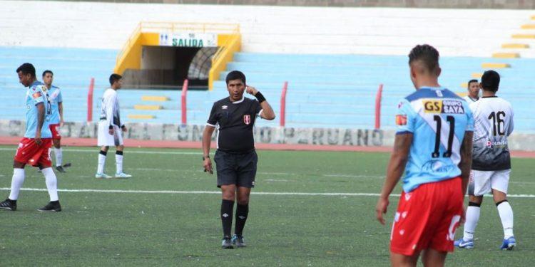 Alfonso Ugarte salió bien librado tras reclamo de Carlos Varea.