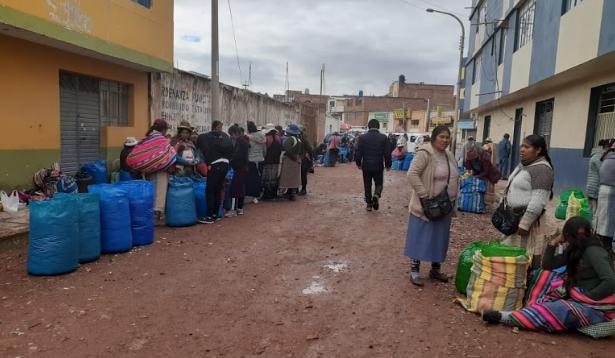 Comerciantes denuncian que se perdió gran cantidad de paquetes de coca.
