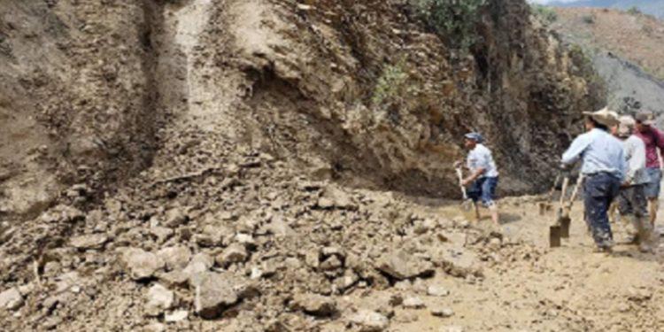 Áncash: lluvias provocan deslizamientos que aíslan a pobladores de 7 caseríos de Macate. (Andina).