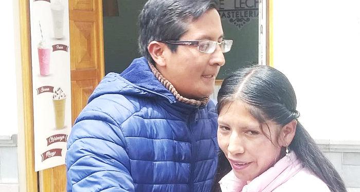 El titular de la FRFCP y la presidenta del conjunto Chunchos de Esquilaya de Ayapata se reconciliaron.