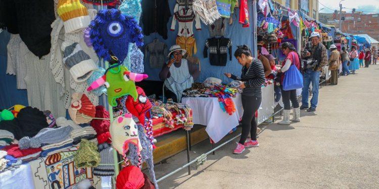 Feria se realiza en el parque de las aguas de la ciudad de Puno.