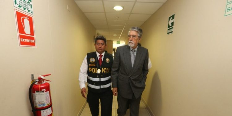 Jorge Peñarada es llevado a la carceleta del Inpe mientras se decide donde será recluido. (Foto: Poder Judicial).