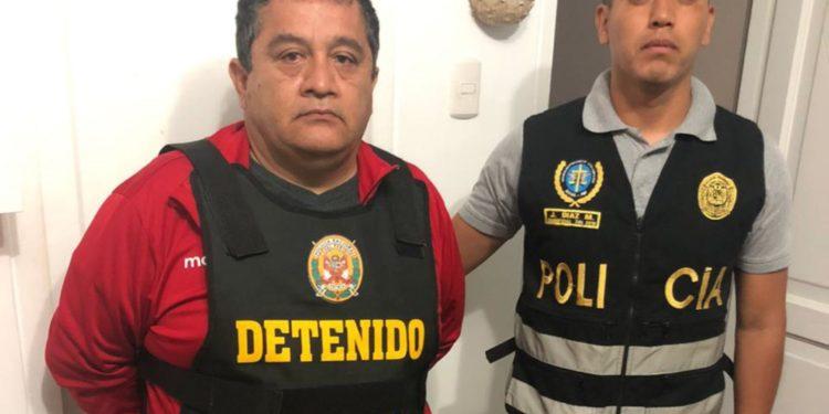 """Agentes de la PNP y del Ministerio Público desarticularon a la organización criminal """"La mafia del título""""."""