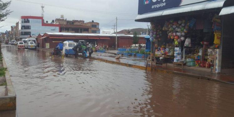 Las calles de la ciudad de Juliaca se vieron inundadas por las constantes lluvias.