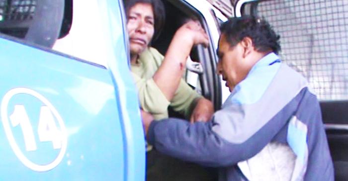 La mujer fue llevada a una clínica.