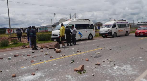 Vehículos que se dirigen a Puno, fueron perjudicados.
