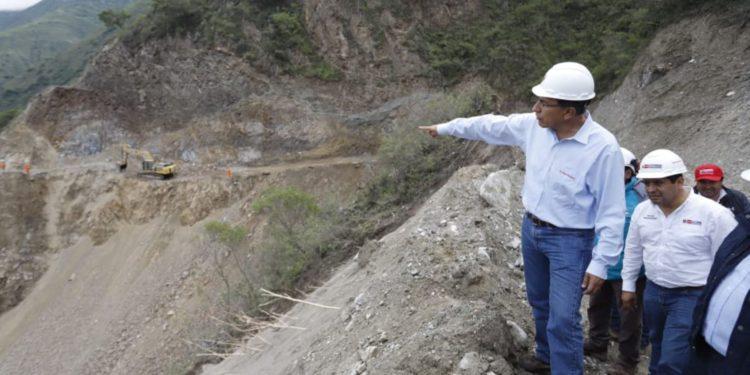 Presidente Martín Vizcarra supervisó mejoramiento de carretera en Huancavelica.