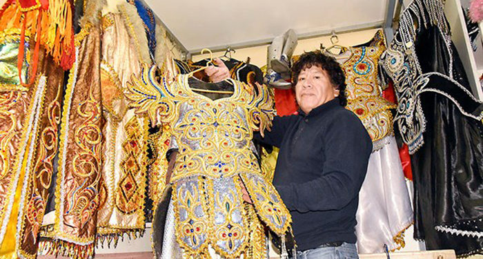 Simón Nahuincha, artesano de la ciudad de Puno.