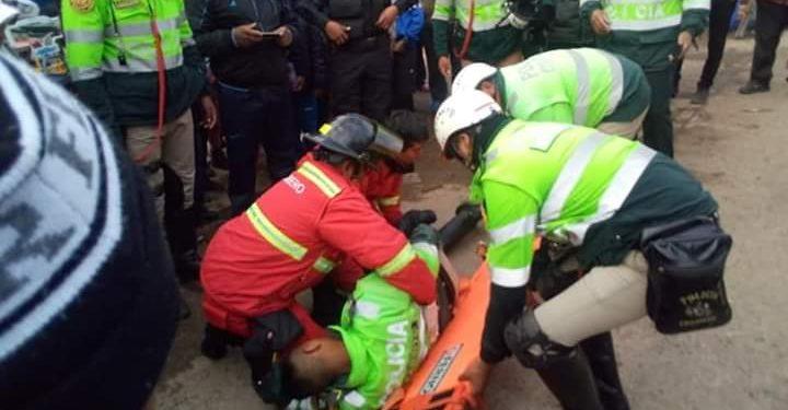 Taxi atropelló a un agente de la PNP.