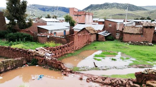 Inundación. Casas sufren con las constantes lluvias.