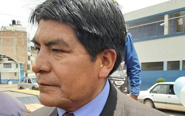 Autoridad. El alcalde Martín Ticona dio mala noticia.