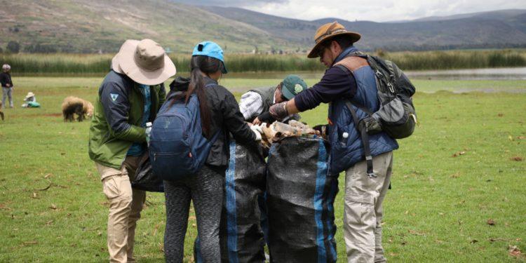 Autoridades y comuneros retiran más de 750 kilos de basura de humedales de Chocón en Jauja, Junín. Foto: Pedro Tinoco.