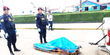 AHOGADO. Levantamiento del cadáver se hizo en presencia de la fiscal y personal de la policía.
