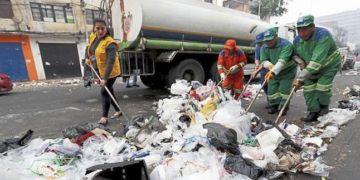 Según datos de la Sociedad Nacional de Industrias. El 96% de los residuos sólidos termina en un botadero o relleno sanitario.