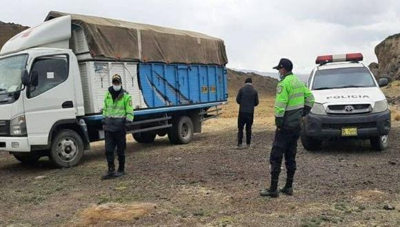 Chofer y su copiloto fueron maniatados y abandonados en un descampado