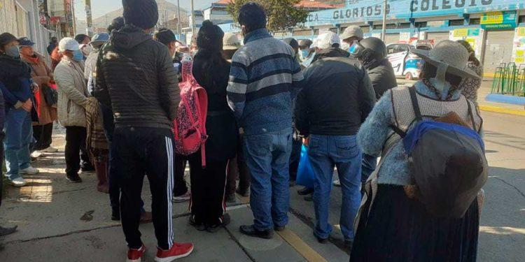 Feriantes sabatinos realizan siceramiento de puestos de venta