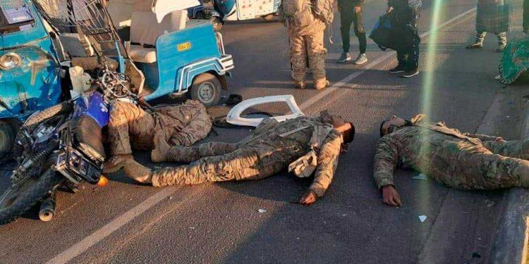 Soldados fueron evacuados al hospital de Juli para ser atendidos.