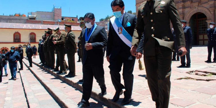 Autoridades participaron en actividades de aniversario de Puno.