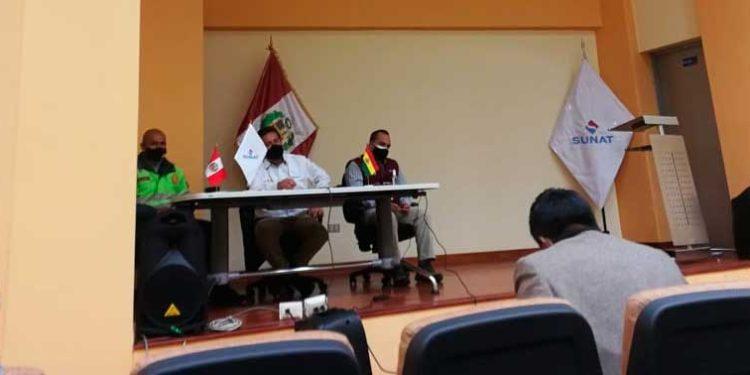 Reunion. Autoridades de Desaguadero y del Aduanas sostuvieron una reunion para evaluar el flujo comercial.