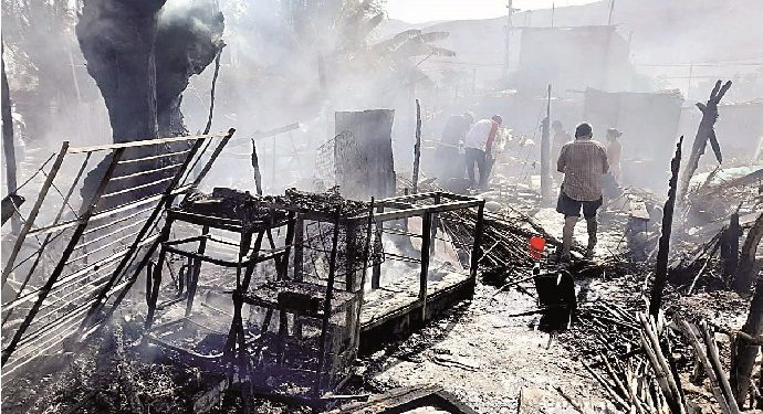 Incendio arrasa con 4 viviendas en Corire y decenas de pollos y conejos mueren calcinado