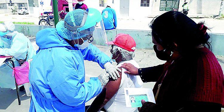 500 adultos mayores fueron vacunados contra la Covid en Cerro Colorado