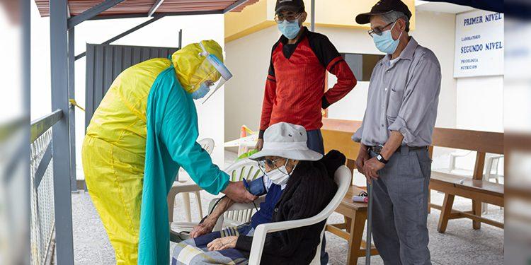 Arequipa: Este sábado vacunarán a adultos mayores de 80 años a más con o sin SIS