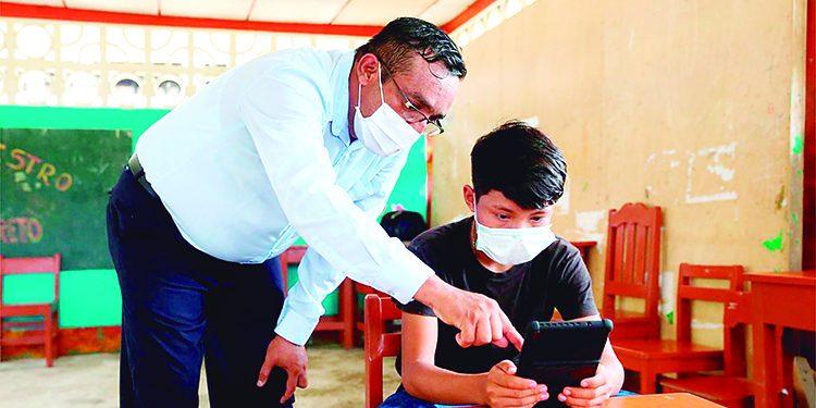 Gobierno Regional de Arequipa negociará compra de 25 mil tablets para alumnos
