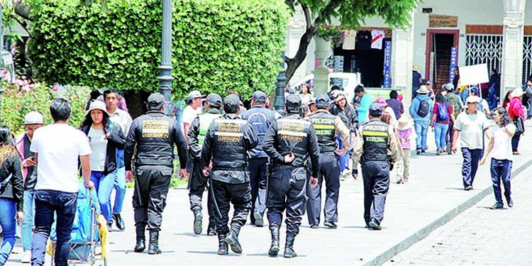 MPA evalúa ordenanza para sancionar a 'jaladores' que están en la Plaza de Armas