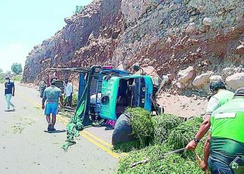 Madre e hija resultaron heridas en volcadura de vehículo en Quiscay en Aplao
