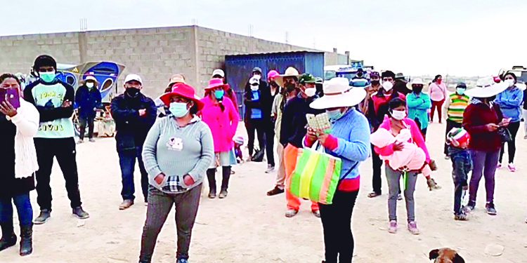 Pobladores paralizan obra de agua y desagüe porque municipio de Majes los excluyó