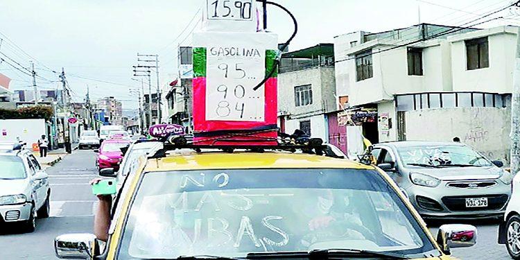 Taxistas alistan protesta para exigir la real rebaja del combustible al Gobierno