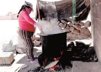 Utupara Una olla cocinada a leña que alimenta a 200 personas vulnerables