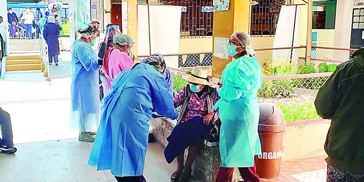 Vacunación en Arequipa culminaría en 30 meses por lentitud en la llegada de dosis