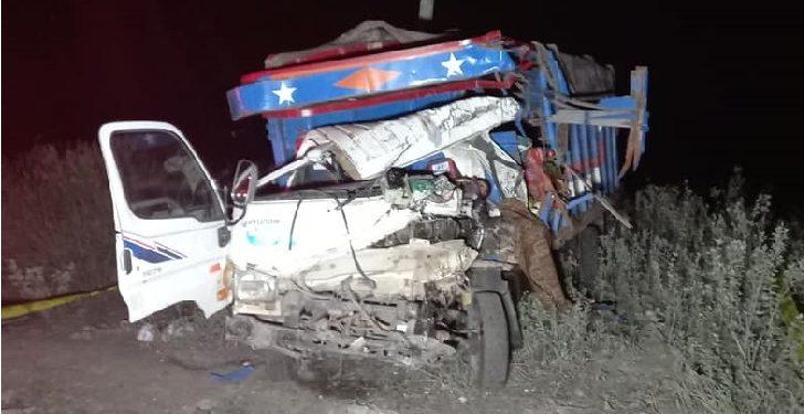 Un muerto y tres heridos en choque frontal de camiones en la vía Arequipa-Puno