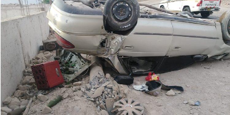 Dos jóvenes ebrios se salvan de morir en despiste y volcadura de auto en Aplao