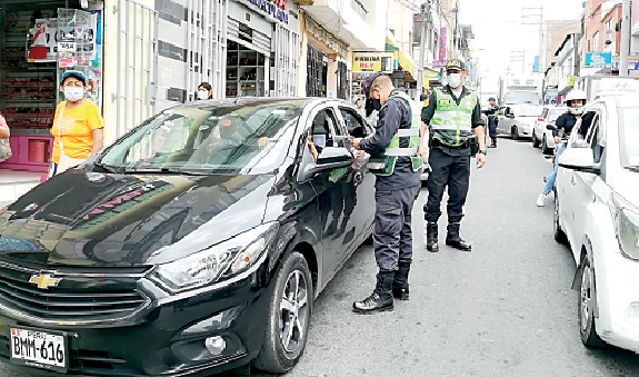 Colocan más de 2 mil 800 papeletas a conductores infractores de normas de tránsito