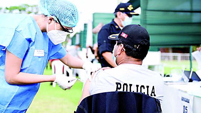 Policía justifica vacunación contra la Covid a cadetes que fue cuestionada por la PCM
