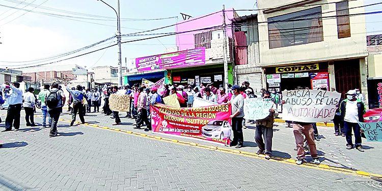 Choferes informales convocan a marcha rodante en contra del decomiso de placas