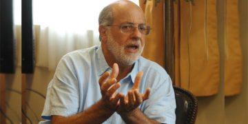 Daniel Abugattás propone voto en blanco masivo para convocar a nuevas elecciones