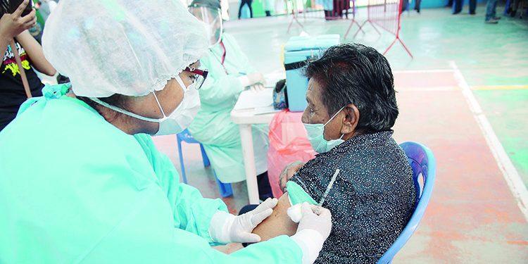 Desde mañana empieza la vacunación de la primera dosis a mayores de 80 años