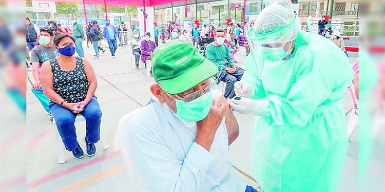 En Majes vacunarán a abuelitos de 70 años a más que tengan seguro de Essalud o SIS