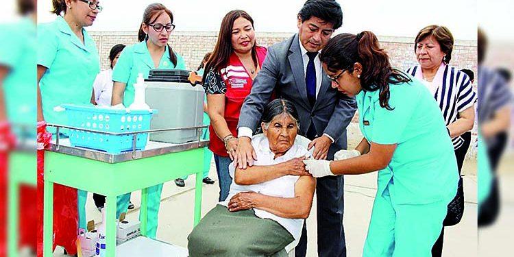 Geresa alista padrón para vacunar contra la Covid a adultos mayores en Arequipa