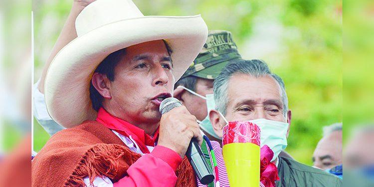 Pedro Castillo: Si el pueblo dice que no se cambia la Constitución, no la cambiaremos