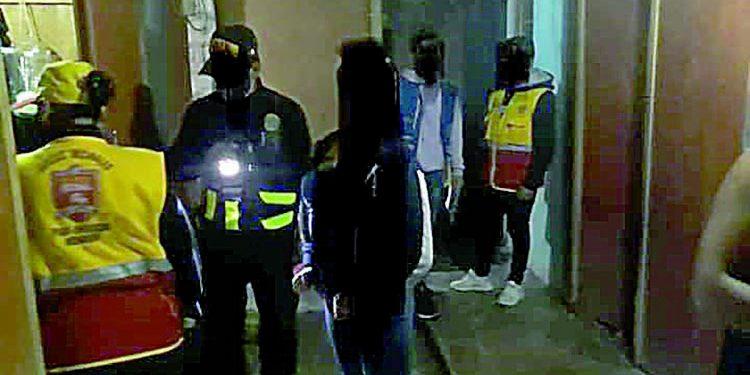 Allanan prostíbulo clandestino que operaba dentro de bar en Secocha